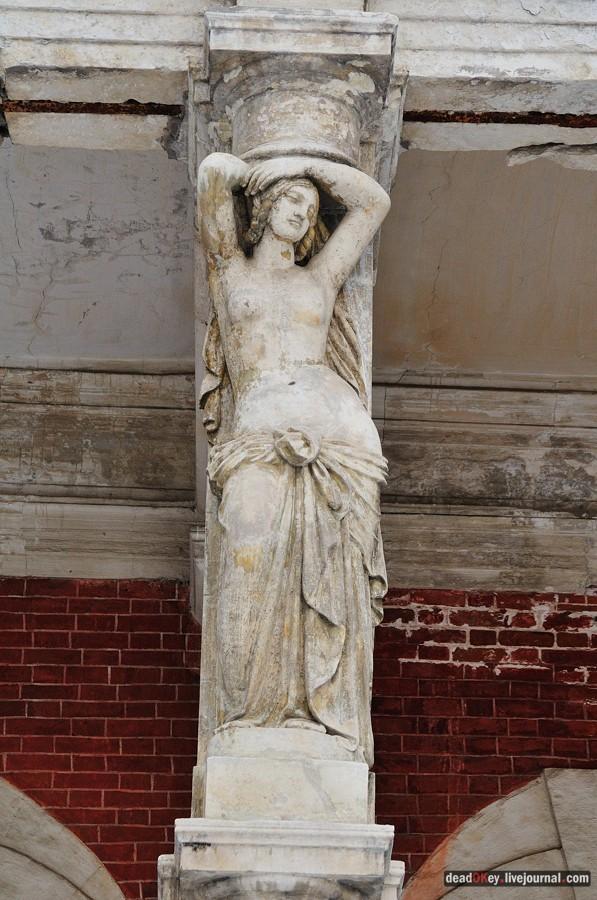 Статуя девушки фото